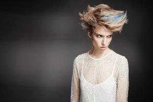 Jak pielęgnować włosy blond: porady eksperta