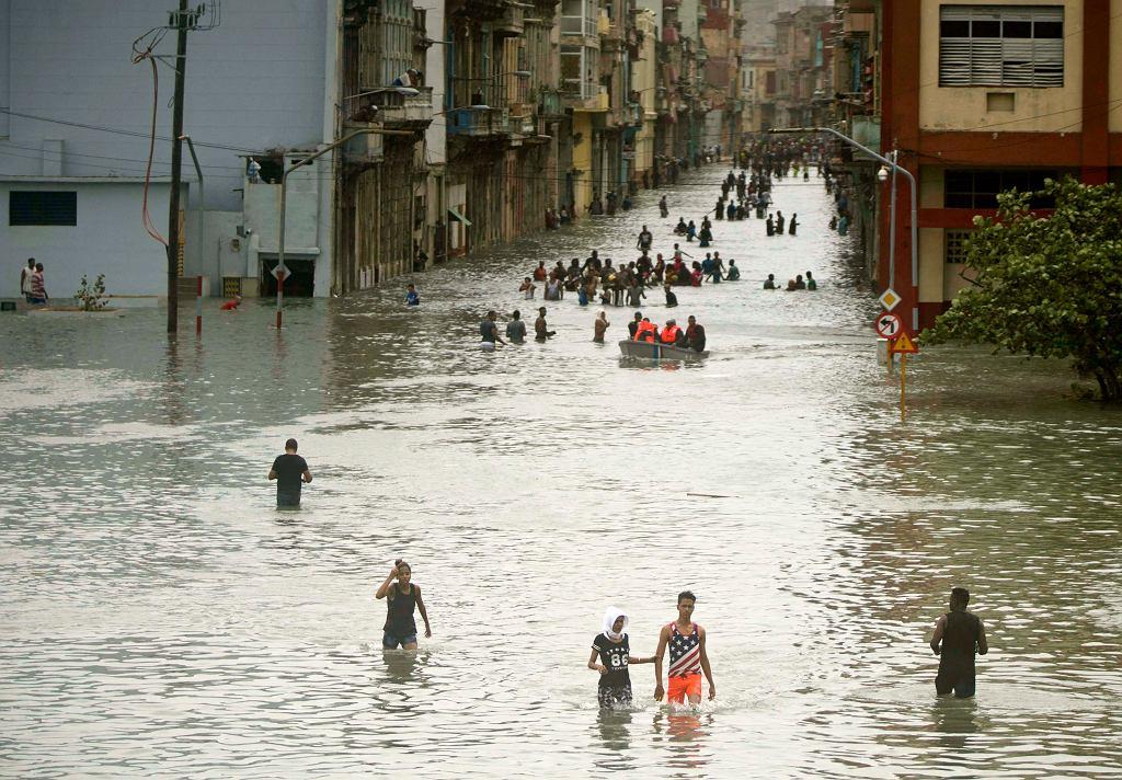 Ulica Hawany zalana po przejściu Irmy