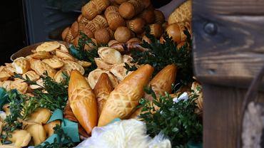 Na Podhalu mamy skromną kuchnię, w której królują owcze sery, takie jak oscypki, oraz ziemniaki i kapusta kiszona (fot. Pawel Swiegoda / wikipedia.commons.org)