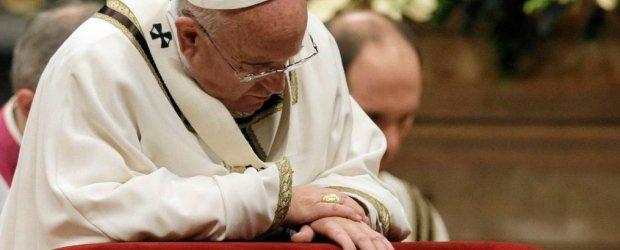 Gorzkie s�owa papie�a na pasterce: ''�wiat jest naznaczony przemoc�, wojn�, nienawi�ci�''