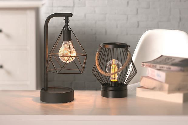 Lampa z widoczną żarówką