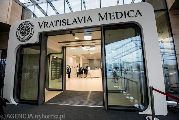 Jeden z najbogatszych Polaków wybudował szpital. Będą tam leczyć także na NFZ