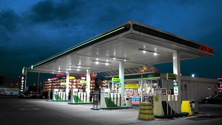 Ministerstwo zdrowia chce ograniczyć sprzedaż leków m.in. na stacjach benzynowych