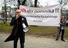 Pomnik Lecha Kaczy�skiego dzieli ��d�. Jedni zbieraj� datki na budow�, inni podpisy pod protestem