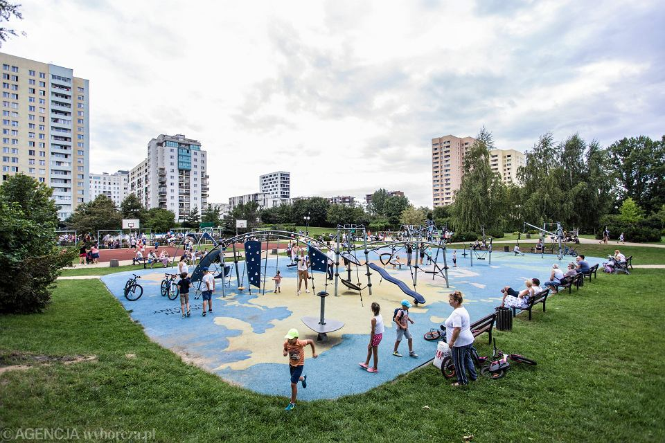 Otwarcie nowego, sensorycznego placu zabaw dla dzieci z niepełnosprawnościami. Warszawa, Park Brudnowski, 15 sierpnia 2018