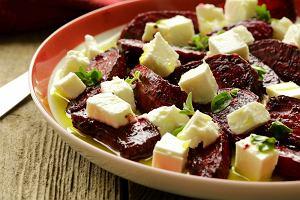 Sałatka z pieczonymi buraczkami i serem owczym