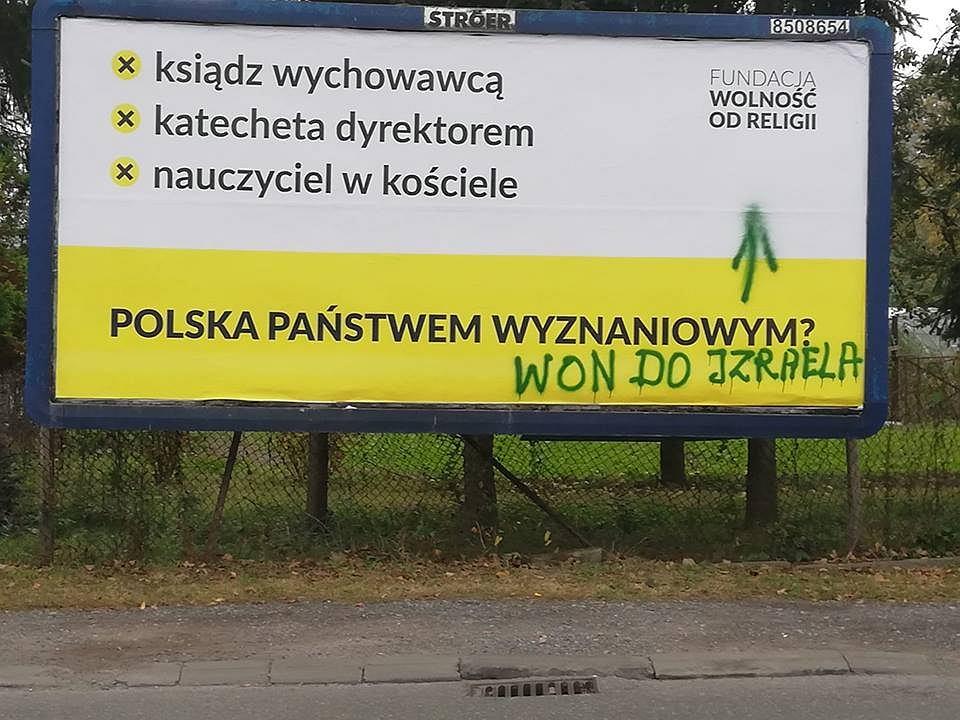 Rzeszów. Zniszczony billboard fundacji Wolność od Religii