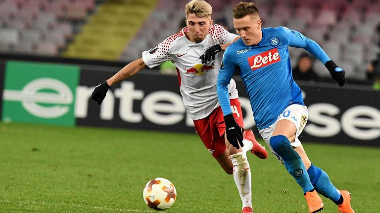 Leipzig midfielder Kevin Kampl vies for the ball with Napoli's midfielder Piotr Zielinski