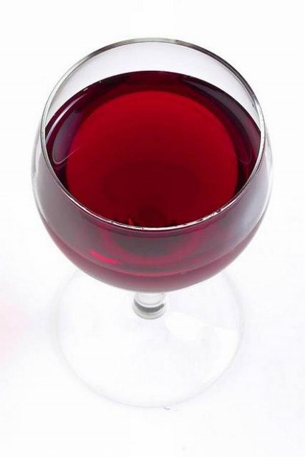 Lepiej dmuchać na zimne i na dziewięć miesięcy zrezygnować z picia alkoholu.