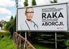 Na billboardzie sugerują, że aborcje skutkują nowotworami