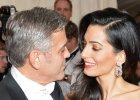 """Amal Clooney zachwyci�a. Kreacja podkre�li�a jednak nie tylko zjawiskow� urod�. """"Wyra�nie zeszczupla�a"""""""
