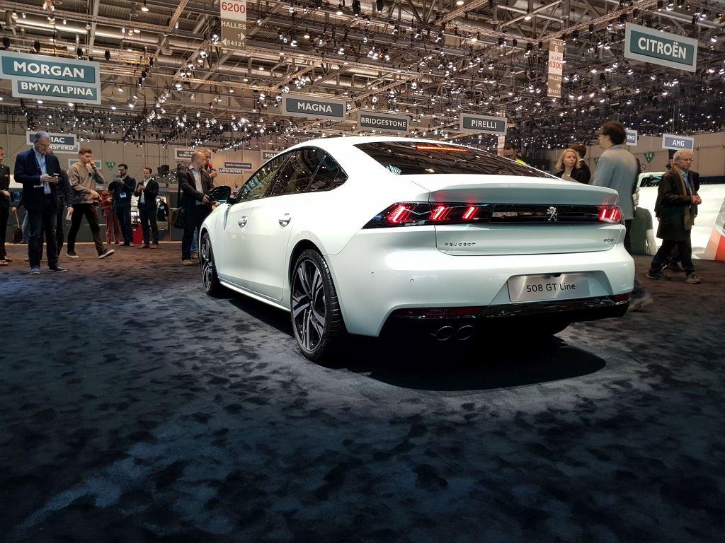 Stoisko Peugeota w Genewie 2018