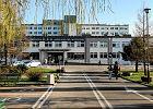 Szpitalne korytarze pe�ne ��ek. Brakuje miejsc na internie