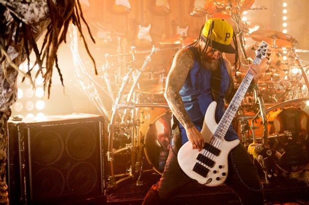 """Formacja Stillwell, której basistą jest znany z Korn Reginald """"Fieldy"""" Arvizu, zapowiada premierę drugiego albumu. Płyty można się spodziewać w listopadzie."""