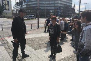 Wroc�aw: Alarm bombowy w centrum. Wielkie korki w mie�cie