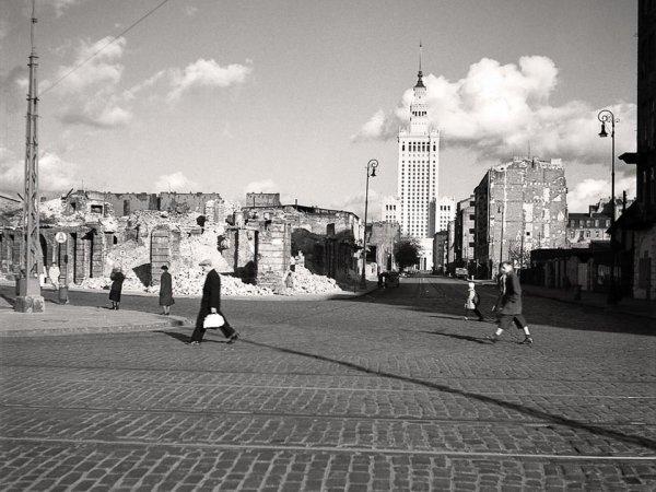 64 lata temu zacz�a si� budowa Pa�acu Kultury. Zobacz, jak wygl�da�a wtedy Warszawa