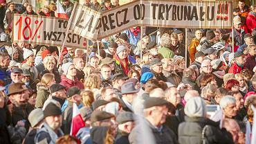 Manifestacja zwolenników demokracji przeciw autorytarnym działaniom władz partyjnych i państwowych - Łódź 12.2015