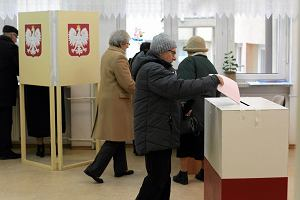 W urnie by�o 206 kart, a wyborc�w tylko 205. B�dzie powt�rka wybor�w w gminie Olsztyn
