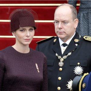 """Ksi��� George najs�odszym """"royal baby""""? Bli�ni�ta z Monako ukradn� ten tytu�"""