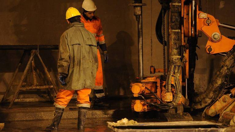 Prace przy zabezpieczaniu tunelu Wisłostrady