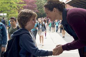 """""""Cudowny chłopak"""": lekcja rodzicielstwa, empatii i humoru. Nie dla cyników [RECENZJA]"""