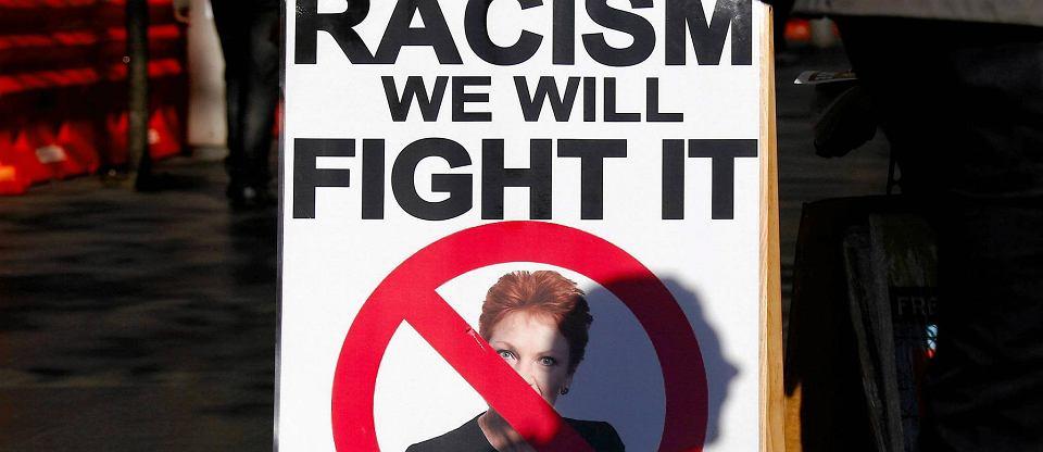 Ju� nawet wysra� nie mo�na si� po naszemu - w�ciekaj� si� Australijczycy i g�osuj� na Pauline Hanson