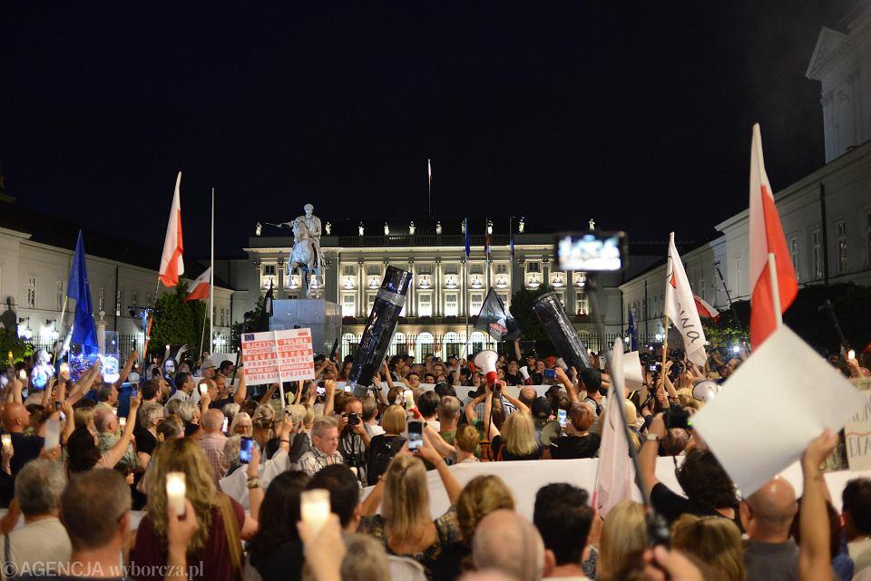 26.07.2018, protest pod Pałacem Prezydenckim