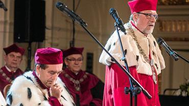 Rektor UAM prof. Andrzej Lesicki. Aula UAM, uroczysta inauguracja roku akademickiego czterech uczelni