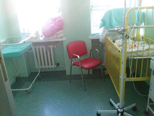 Nadal są szpitale w których rodzice spędzają noc na krzesłach