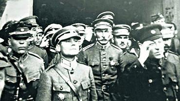 Na pierwszym planie gen. Marko Bezruczko (1883-1944), z prawej w ciemnym mundurze Symon Petlura