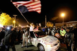 Flaga USA do g�ry nogami. Profanacja d�ihadyst�w? Nie. To dzieje si� w Stanach