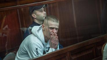 Tomasz Komenda po 18 latach spędzonych w więzieniu wychodzi na wolność.  W sądzie pojawiła się rodzina i znajomi