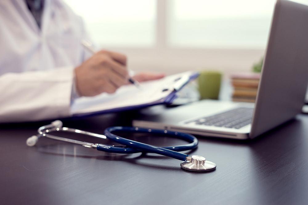 Lekarz POZ to lekarz podstawowej opieki medycznej, nazywany także lekarzem rodzinnym lub pierwszego kontaktu