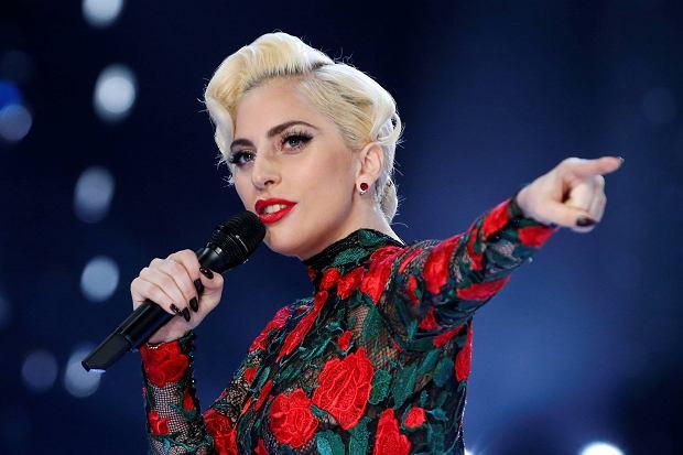 Wreszcie jest teledysk do numeru ''Million Reasons'', który święcił sukces jeszcze przed wydaniem oficjalnego wideo. Piosenka zaprezentowana została już na takich imprezach jak premiera kolekcji Victoria's Secret czy na rozdaniu American Music Awards. Teraz czas na obraz, który ma odzwierciedlić wewnętrzną przemianę Lady Gagi.