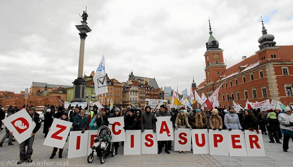 Marsz Świętości Życia na pl. Zamkowym w 2013 r.