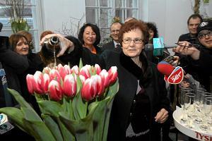 """Nowa odmiana politycznego tulipana. """"Aleksander Kwa�niewski"""" jest """"r�owo-fioletowy, wysoki i dostojny"""""""