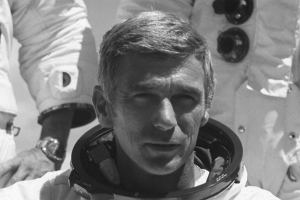 Był jednym z ostatnich, który stanął na Księżycu. Nie żyje  Eugene Cernan