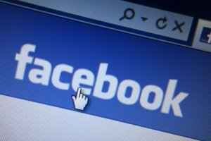 Facebook przeciw samobójstwom. Zgłoś, jeśli niepokoją cię wpisy znajomych