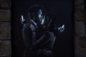 Nowe graffiti Banksy'ego w Bristolu. Nieuchwytny artysta nagrany na wideo? Nie wiadomo, ale już kłócą się o jego dzieło