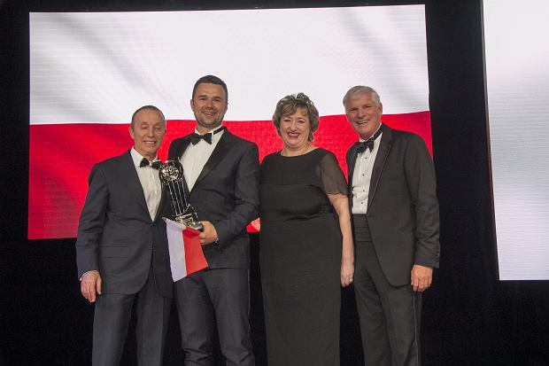 Marcin Grzymkowski - założyciel eobuwie.pl, zwycięzca 14. edycji konkursu EY Przedsiębiorca Roku, wraz z Jury Konkursu