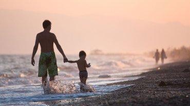 Tata z synkiem na wakacjach w Turcji