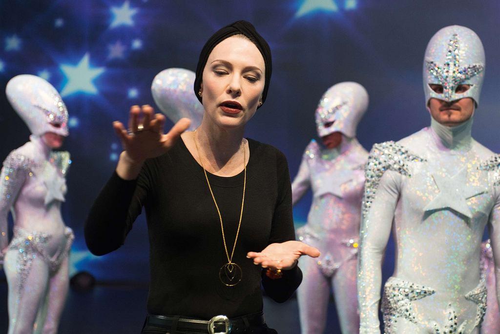 Cate Blanchett w 'Manifesto', reż. Julian Rosefeldt / Materiały prasowe Gutek Film