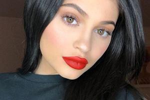 Kylie Jenner usunęła wypełniacze ust