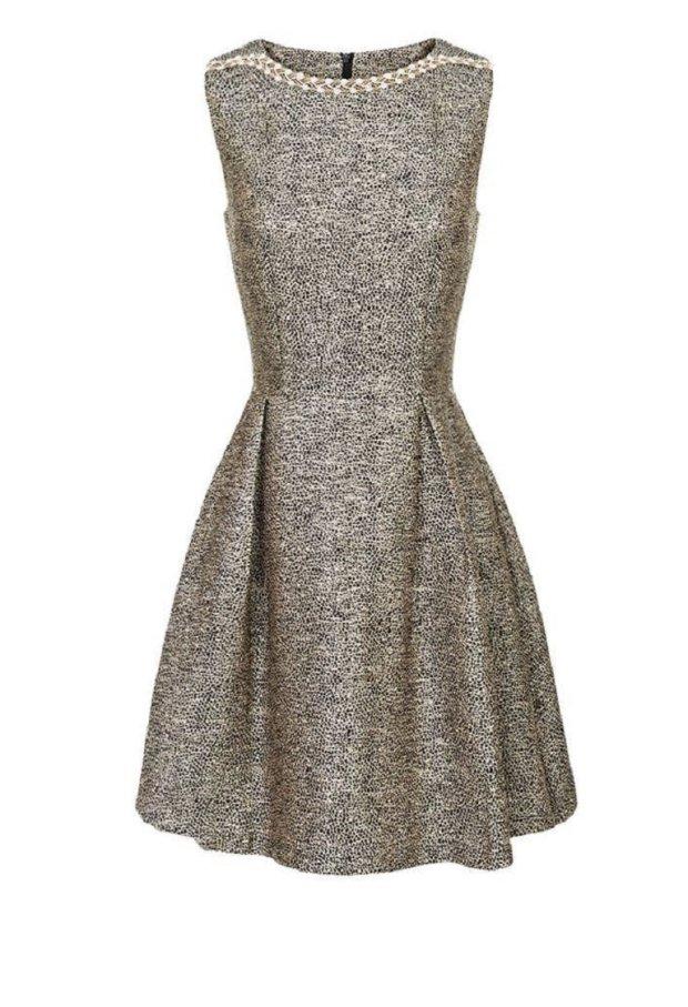 B�yszcz�ca sukienka be�owo-czarna