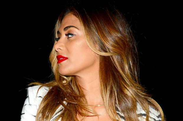 """Efektowny biust wokalistki wydał się """"podejrzany"""" tabloidom, kiedy pod koniec czerwca media obiegły zdjęcia Scherzinger w bikini. Teraz spekulacje raczej nie ustaną."""