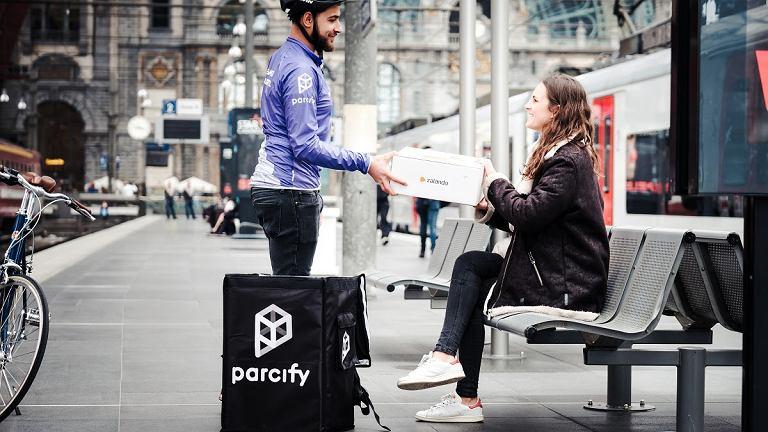 Dostawy przesyłki przez Zalando w ramach usługi Parcify.