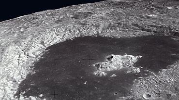 Pół miliona kraterów. O średnicy co najmniej 1 km znajduje się na Księżycu - większość po niewidocznej z Ziemi stronie globu