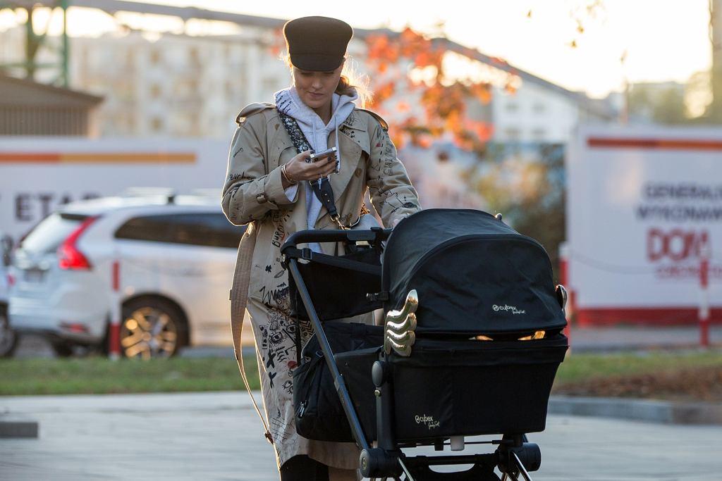 Marina na spacerze z synem