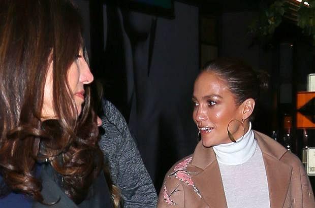 Jennifer Lopez wybrała się do restauracji w Nowym Jorku, gdzie towarzyszyła jej młodsza siostra Lynda.