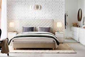 Czym zabezpieczyć ścianę przy łóżku?